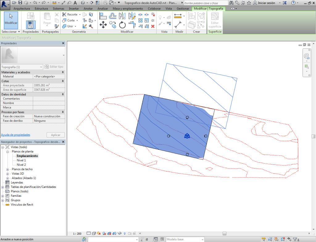 Se puede nivelar la superficie topográfica y recortarla por los lindes nivelando mediante copia.